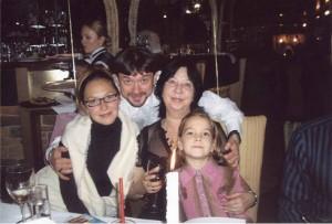 Рідні люди Богдана Ступки: дружина Лариса, син Остап, невістка Ірина, внучка Устина