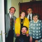 Богдан Ступка з сином Остапом, братом Орестом, його дружиною Мотрею, мамою Марією Григорівною.  Львів, 1997 рік