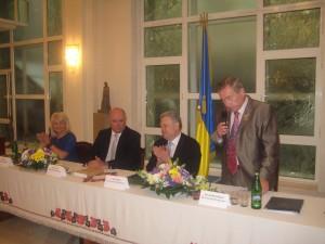 Президія: М. Туркота, Г. Карасін, В. Єльченко, В. Мельниченко