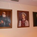 Одні з останніх дарів Культурному центру: портрети Михайла Грушевського, Лесі Українки, Івана Франка