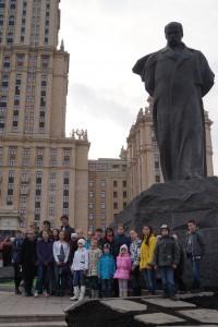 Біля пам'ятника Тарасу Шевченку
