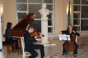 Зліва направо: Наталія Черкасова, Станіслав Малишев, Ольга Калинова