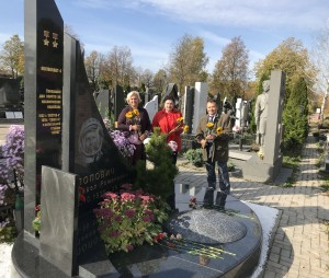 Могила Поповича П.Р. на Троєкурівському кладовищі